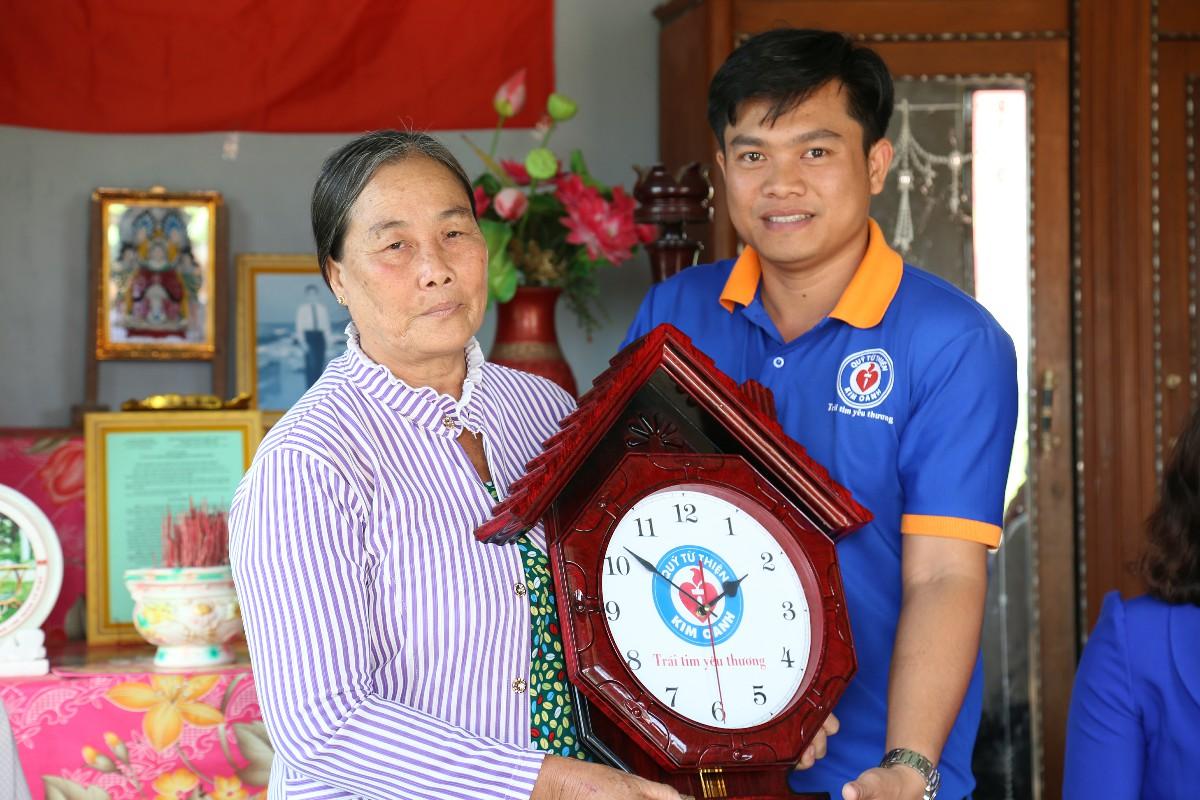 Trao tặng nhà tình nghĩa cho gia đình liệt sĩ tại huyện Gò Công Đông, Tiền Giang