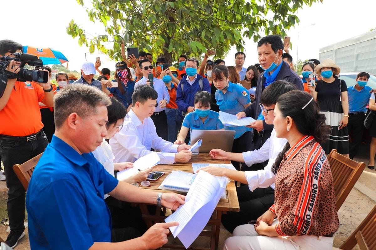 Kim Oanh Group chính thức nhận bàn giao đất trên thực địa dự án Khu dân cư Hòa Lân